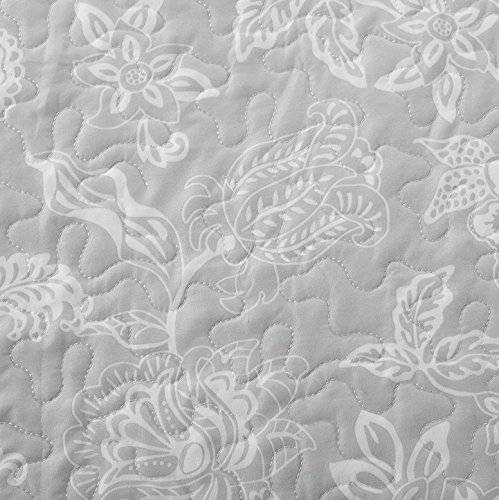 Great Bay Home 3-Piece Reversible Quilt Set with Shams. All-Season Bedspread with Floral Print Pattern in Contemporary Colors. Emma Collection By Brand. (King, Grey) by Great Bay Home (Image #2)
