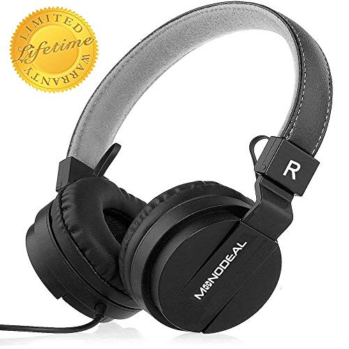 Noise cancelling headphones with microphone