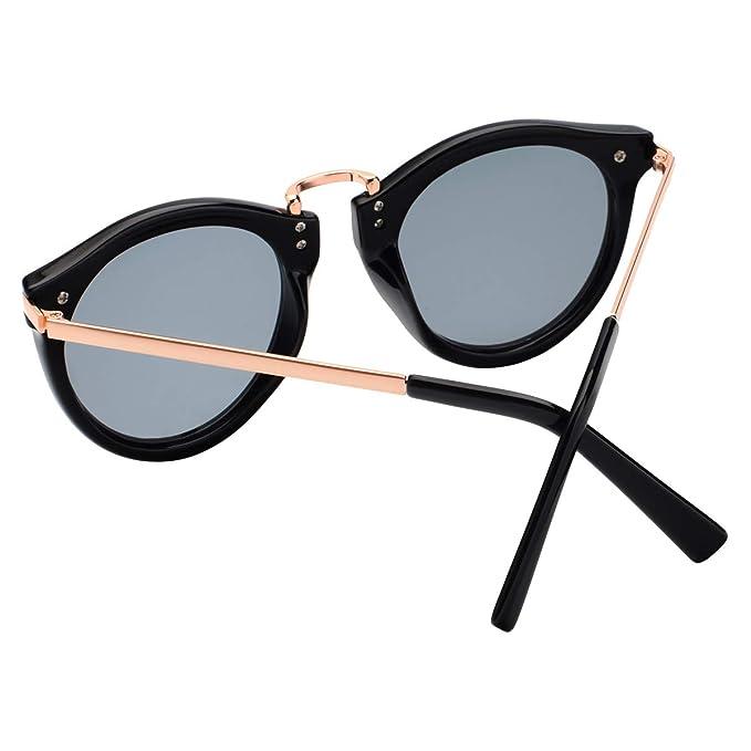 a053e164099 Amazon.com  Vintage Fashion Floral Print Round Lens Polarized Wayfarer  Sunglasses For Women P1511C Black  Clothing