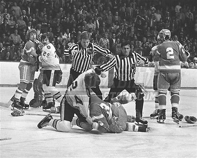- Terry O'Reilly Boston Bruins fight punch on ice 8x10 11x14 16x20 photo 744 - Size 8x10