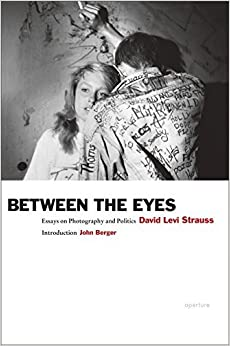 David Levi Strauss: Between the Eyes: Essays on Photography and Politics by David Levi Strauss (2012-05-31)