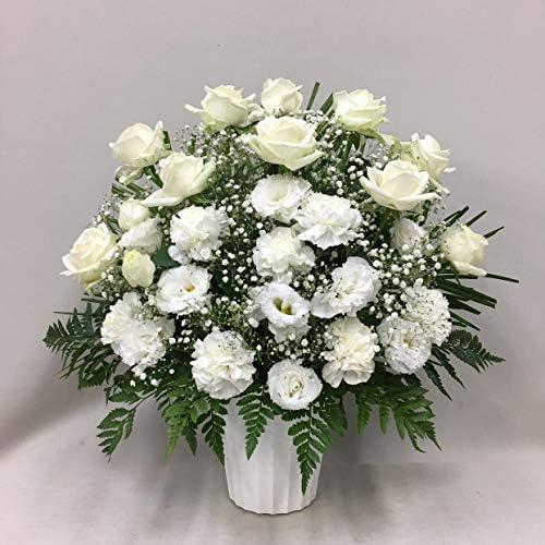 【供花】白バラとトルコキキョウのアレンジ(H55) 奥行:約30cm×幅:約45cm×高さ:約55cm