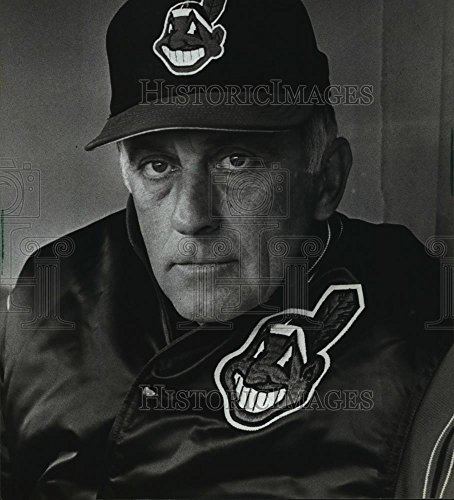 1986 Press Photo Phil Niekro, Milwaukee Brave Baseball Pitcher - mjx30467 - 8.75 x 8 in. - Historic ()