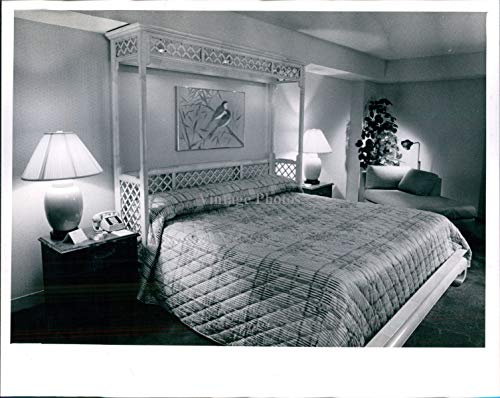 Vintage Photos 1986 Morganton Henredon Furniture Industries Bedroom King Sheraton Press Photo 8X10 (Henredon)