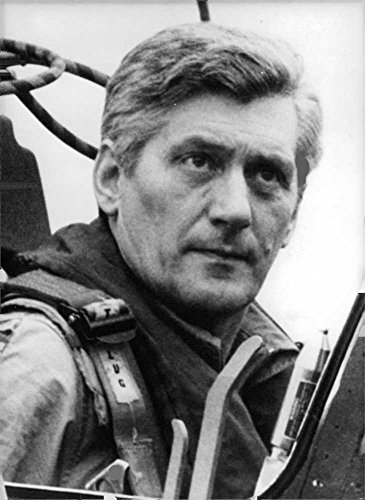(Vintage photo of General Harald Wust sitting in the cockpit of a Starfighter.)