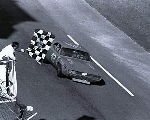 (Richard Petty Signed Photograph - 8x10 +COA LEGEND CHECKERED FLAG - Autographed NASCAR Photos)