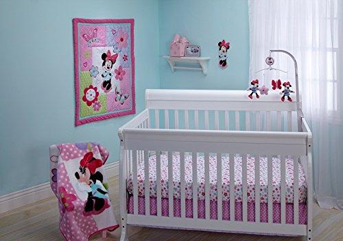 Disney Minnie Simply Adorable 4 Piece Crib Bedding Set ()