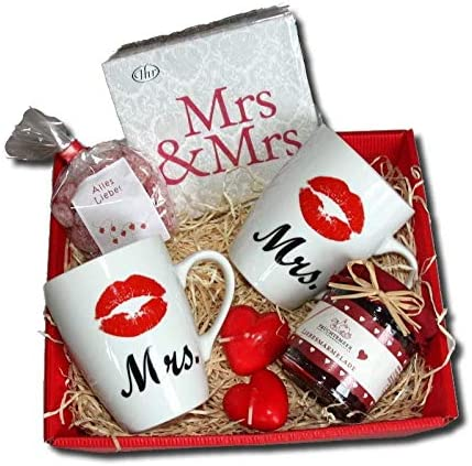 Mrs Mrs Gift Basket Women S Wedding Gift Ideas Lesbian Gifts Lesbian Wedding Couple Lesbian Wedding Gifts Lesbian Wedding Gifts Lesbian Gift Love Lesbian Engagement Amazon De Kuche Haushalt