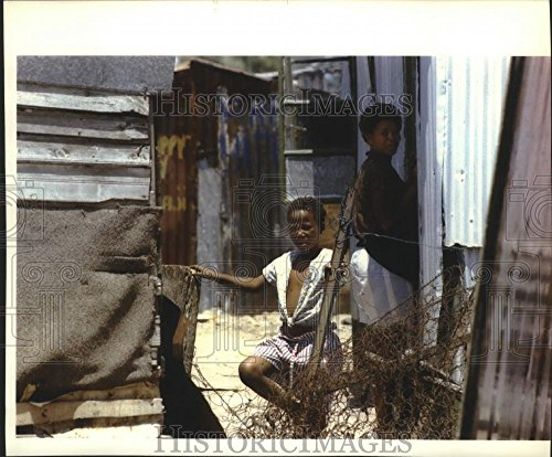 Vintage Photos 1993 Press Photo South African Youth Looking for his playmates, South ()