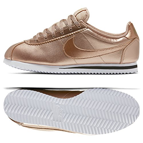 The Nike Cortez SE Older Kids' Shoe features a premium