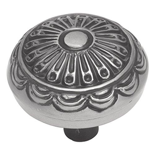 (Hickory Hardware P391-SM 1-1/4-Inch Southwest Lodge Knob, Silver Medallion)