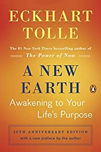 Paperback A New Earth: Awakening to Your Life's Purpose (Oprah's Book Club, Selection 61) Book