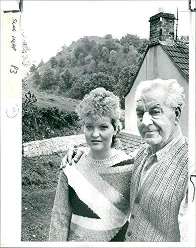 Vintage photo of Avon Camerton