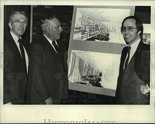 1982 Press Photo Officials unveil plans for new Ramada Inn hotel in New York