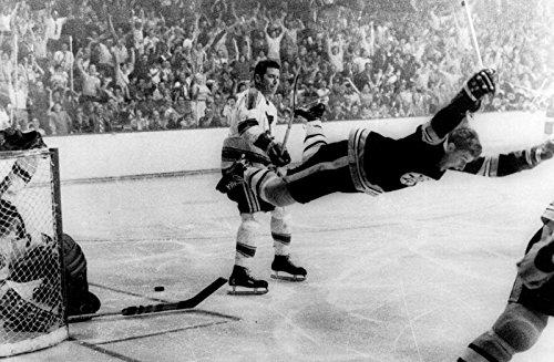 Bobby Orr The Flying Goal Poster Art Photo Hockey Greats NHL Posters Photos (Nhl Goal Photo)