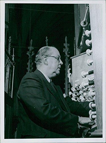 vintage-photo-of-gordon-archbold-slater-in-his-work