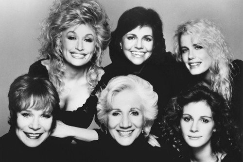 Dolly Parton Sally Field Daryl Hannah Shirley MacLaine Olympia Dukakis and Julia Roberts in Steele Magnolias 24x36 Poster ()