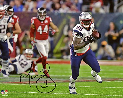 Martellus Bennett New England Patriots Autographed 8  X 10  Super Bowl Li Champions Action Photograph   Fanatics Authentic Certified