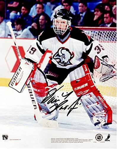 Dominick Hasek Signed - Autographed Buffalo Sabres 8x10 inch Photo - Guaranteed to pass or JSA - PSA/DNA Certified (Signed Nhl Buffalo Sabres Photo)