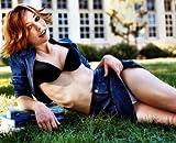 Alyson Hannigan Miniskirt Poster 24x36