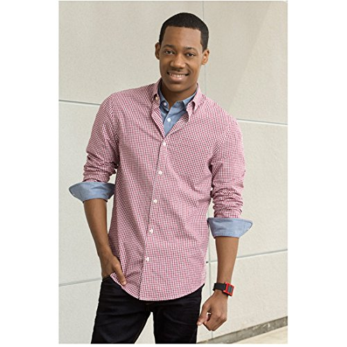 - Criminal Minds: Beyond Borders (TV Series 2016 - ) 8 inch x10 inch Photo Tyler James Williams Wearing Red/White Checked Shirt Over Blue Shirt kn