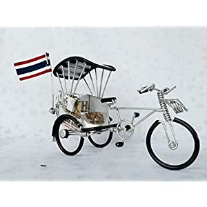 Tricycle Souvenirs Handmade work from cans and aluminium is primary From the heritage