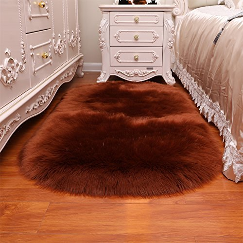 HUAHOO Oval Faux Fur Sheepskin Rug Coffee Kids Carpet Soft Faux Sheepskin Chair Cover Home Décor Accent for a Kid's Room,Childrens Bedroom, Nursery, Living Room or Bath. 1.6' x 2.6' Oval by HUAHOO