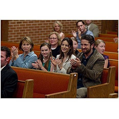 Machine Gun Preacher 8x10 Photo Cast Seated In Church Pew Smiling