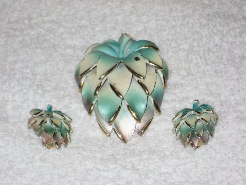 - Vintage Gold Tone Green & White STRAWBERRY 3 Inch Brooch Pin Pendant & 1 Inch Clip On Earrings