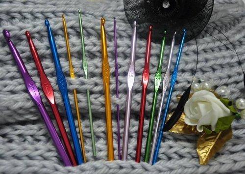 FUSION - Conjunto de 12 de alta calidad de aluminio coloreado multi Ganchos de ganchillo Agujas - en tamaños de 2 mm, 2,5 mm, 3 mm, 3,5 mm, 4 mm, 4,5 mm, ...