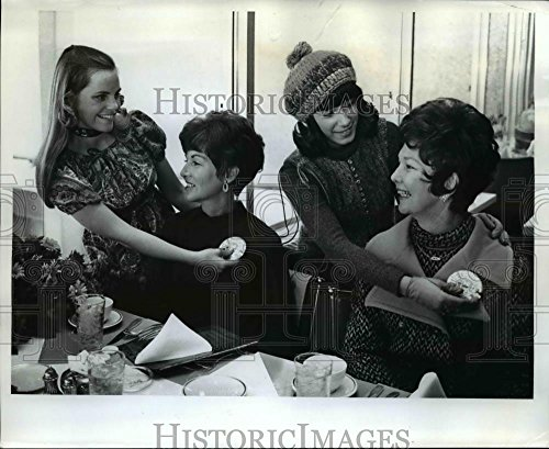 1970 Press Photo Mrs  Dee Andros Was Among Those In Portland To Herald Oregon