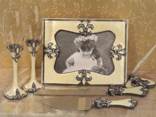 Sophisticated Ivory Fleur de lis set ()