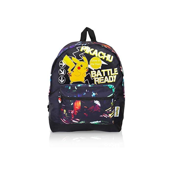 51e3 6VKSpL ✔ MOCHILA QUE BRILLA EN LA OSCURIDAD: el regalo definitivo para los fans de Pokemon. Esta mochila Pokemon para niños es perfecta para la escuela o de viaje y cuenta con un pequeño Pikachu listo para la batalla en la parte delantera. Esta bonita mochila negra para niños con correas ajustables para mayor comodidad, un bolsillo frontal con cremallera y compartimento principal y lona de alta calidad. ✔ BOLSA CON CORDÓN QUE BRILLA EN LA OSCURIDAD: puedes comprar nuestra bolsa de natación Pokemon con cordón que brilla en la oscuridad para niños. Esta gran bolsa de natación es muy práctica para llevar todas sus cosas durante viajes, vacaciones, sesiones de juego o fiestas de pijamas, como bolsa de natación para las clases de natación o como bolsa de polietileno. También hemos incluido una sección de malla para permitir el flujo de aire, perfecto para kits de deportes húmedos. ✔ BRILLAN EN LA OSCURIDAD MOCHILAS PARA NIÑOS: haz una declaración con nuestra divertida mochila que brilla en la oscuridad y bolsa de gimnasio. Nuestras bolsas que brillan en la oscuridad absorberán la luz solar durante el día y la escritura fluorescente brillará por la noche.