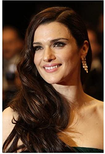 Rachel Weisz Serving Up Old Hollywood Glamour On The Red Carpet 8 X 10 Inch Photo At Amazon S Entertainment Collectibles Store