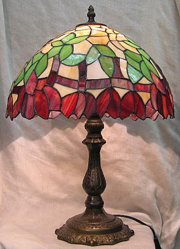 ステンドグラス ランプ ベージュ地に紫花柄  (シェード直径32.5cm 高さ45cm) B01N35R8HH