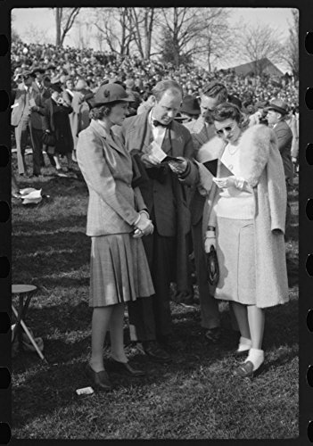 1941 Photo Spectators picnicking before the Point to Point cup race, of the Maryland Hunt Club, Worthington Valley, near Glyndon, Maryland Location: Baltimore County, Glyndon, Maryland (Maryland Valley Hunt)