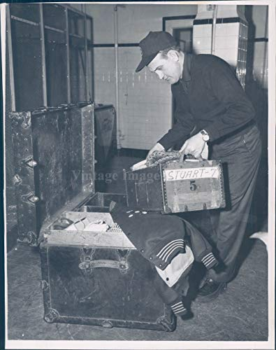 (1965 Press Photo Don Fitzpatrick Red Sox Clubhouse Vintage Suitcase Sports 7x9)
