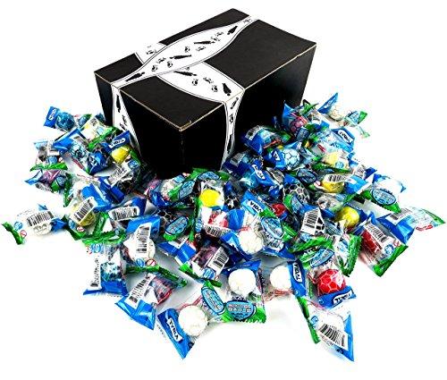 Vidal Soccer Balls Bubble Gum, 0.3 oz Packets in a BlackTie