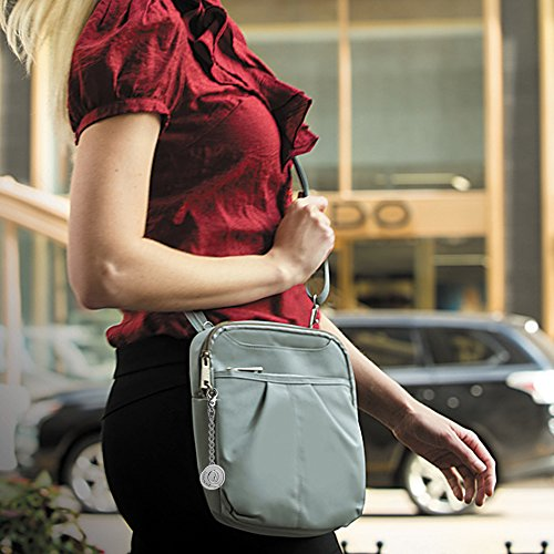 Day Slim Metal Bag Charm Khaki with Theft Signature Travelon Anti Keychain 42949 8UIq44aX