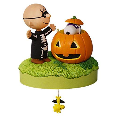 Hallmark 2016 Christmas Ornament Trick or Treat? The Peanuts Gang Halloween Musical Ornament -