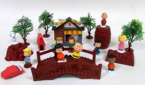 Gang Figure Set - Peanuts CHARLIE BROWN and Friends Play Set Featuring Snoopy and Gang Character Figures and Themed Accessories