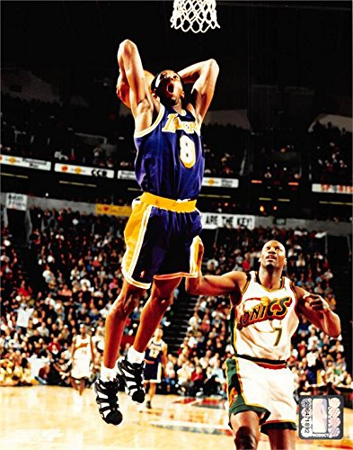 Kobe Bryant unsigned 8x10 photo (Los Angeles Lakers) Image #2