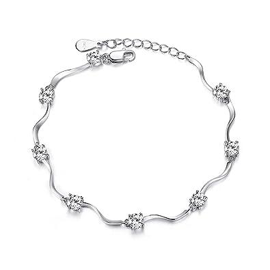 Bracelet orné de huit pierres en oxyde de Zirconium pour femme Argent.