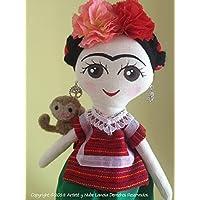 Muñeca de trapo haciendo homenaje a Frida Kahlo y su mascota Chang diseñados y elaborados a mano.