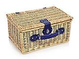 Snger-Picknickkorb-aus-Weidengeflecht-mit-Khltasche-Innenseite-aus-Stoff-in-Blau-kariert-Der-Weidekorb-beinhaltet-Teller-Besteck-Tassen-sowie-Stoffservietten-fr-2-Personen