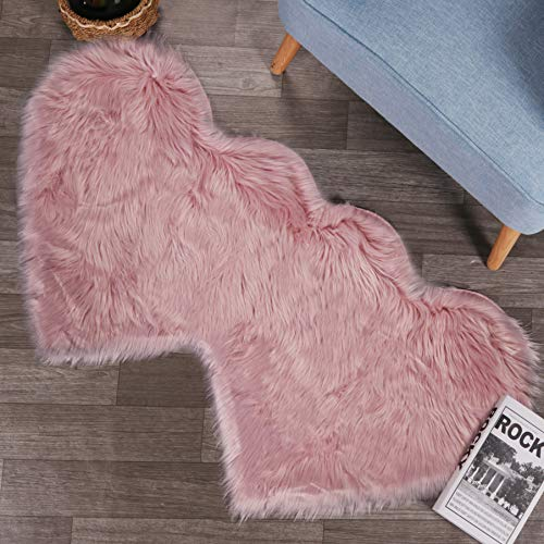 LEEVAN Fluffy Faux Sheepskin Area Rug Heart Design Super Soft Kids Play Mat Cute Girls Runner Baby Cot Rug Shaggy Floor Carpet for Sofa Living Room Bedroom Accent Home Decorate(Pink,2ft x 4ft)