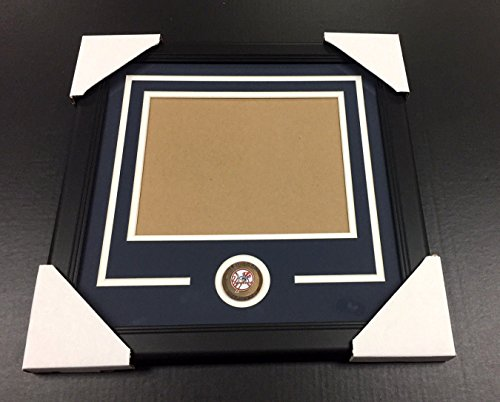 NEW YORK YANKEES Medallion Frame Kit 8x10 Photo Double Mat - Photo Outlet