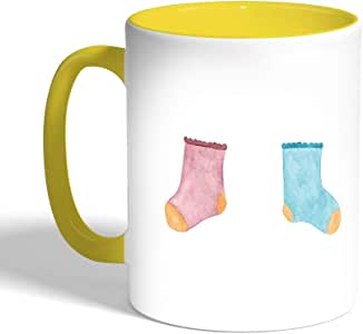 كوب سيراميك للقهوة، لون اصفر،  بتصميم جوارب طفل