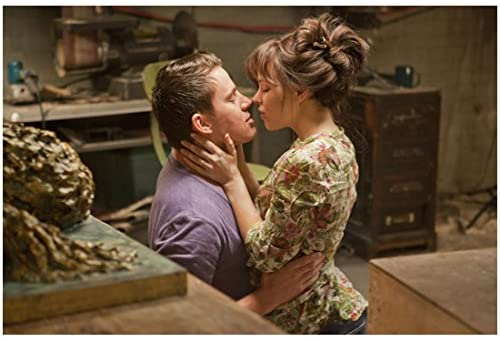 The Vow Channing Tatum As Leo And Rachel Mcadams As Paige Leaning In Close To Kiss 8 X 10 Inch Photo At Amazon S Entertainment Collectibles Store
