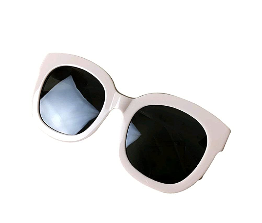 ed5f5129d9 Amazon.com  GAMT Wayfarer Retro Polarized Sunglasses For Man Women Unisex  Red Frame Grey Lens  Clothing